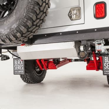Independent suspension with dual shock absorbers per independent arm and coil springs